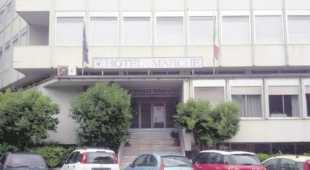 Ascoli, il contagio corre, idea albergo Covid in sostegno all'ospedale: «Non perdiamo tempo»