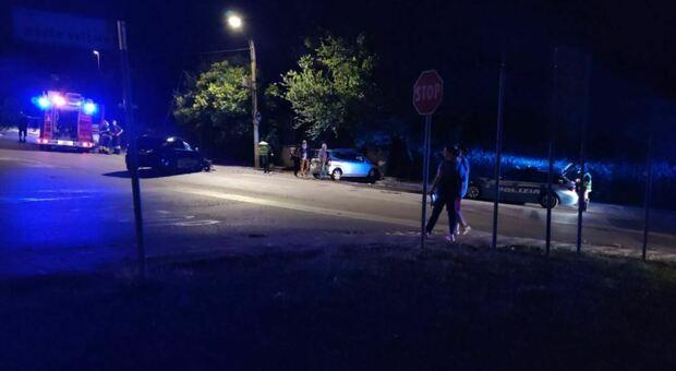 Scontro tra due auto davanti al parco: tanta paura, cinque persone ferite