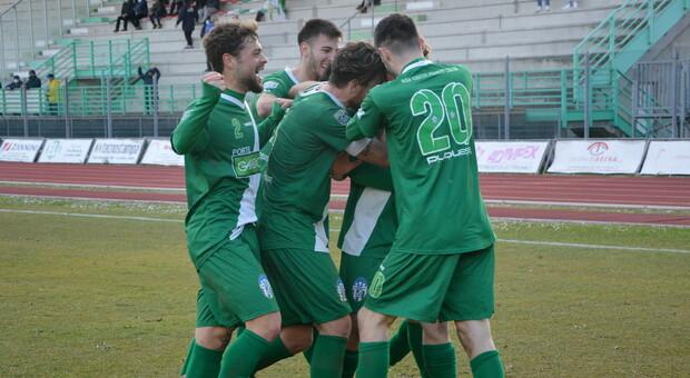 I giocatori del Castelfidardo dopo un gol