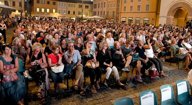 Una precedente apertura di Passaggi Festival con tanta gente