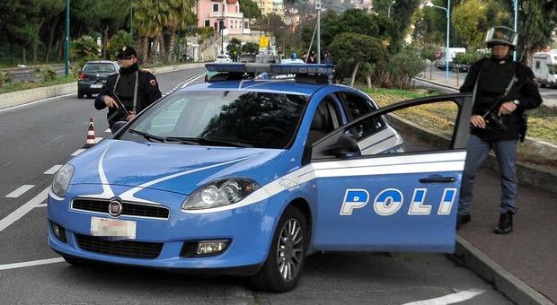Fermo, il cane trova il nascondiglio dei pusher vicino a un negozio: sequestrato un etto di... - Corriere Adriatico