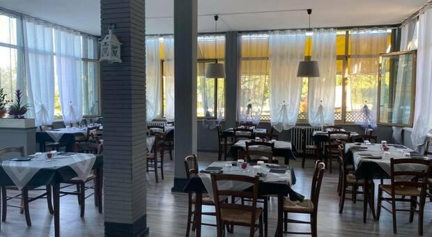 Pesaro, il ristorante è chiuso: i ladri portano via le tv di ultime generazione ed i mobili della cucina