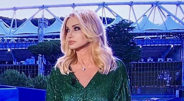 Paola Ferrari lascia la Rai: «Mi dicono che sono vecchia. La Leotta? Esprime troppo la sua sensualità»