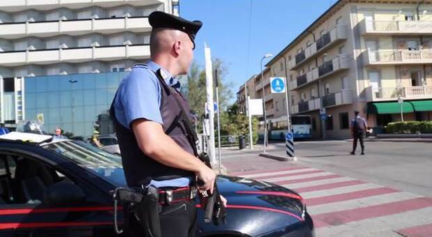 Picchiato e rapinato in vacanza in Romagna: finisce all'ospedale, caccia agli aggressori