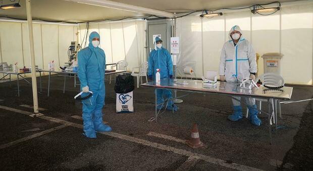 Caccia al virus tra gli studenti: scovati alunno e professori positivi nel primo giorno di screening