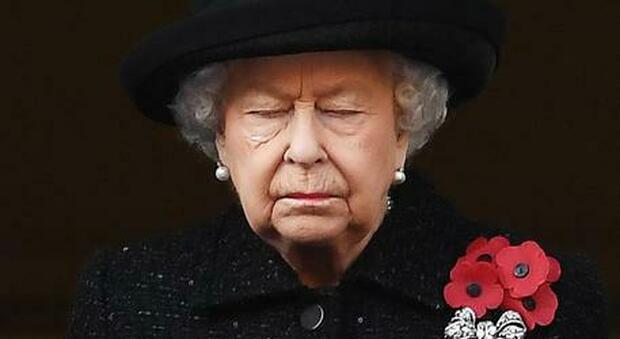 Furto a Buckingham Palace: il maggiordomo ruba oggetti per 100mila sterline e li rivende su eBay