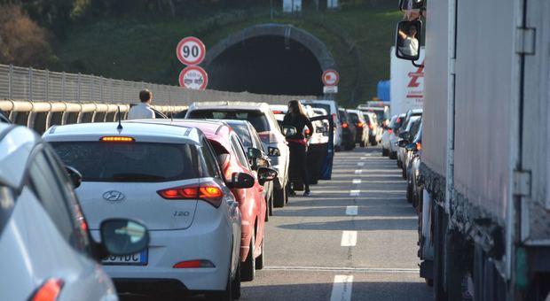 Caos sull'A14: entro fine lugliola viabilità tornerà su due corsie. E anche pedaggi meno costosi: ecco in quale tratto