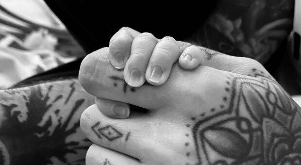 Gigi Hadid e Zayn Malik, è nata la figlia. Le prime foto sui social: «Ci ha già cambiato il mondo»