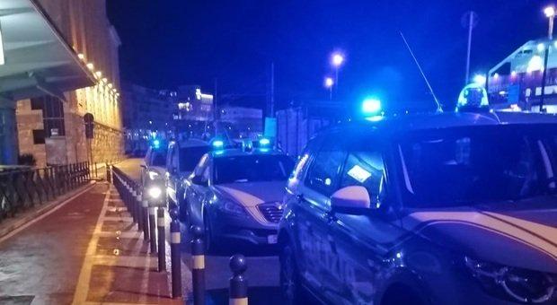 Ancona, pugni in faccia al commerciante che l'ha sorpreso a rubare cioccolata: arrestato