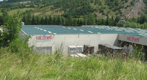 Lo stabilimento Val di Meti nel cui parcheggio fu interrato l'eternit