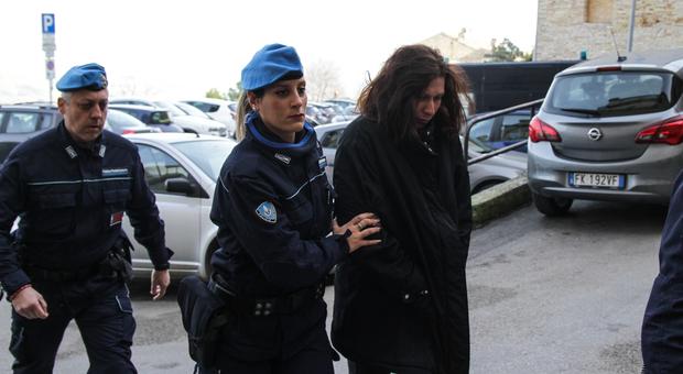 Pavlina, in aula l accusa più atroce: ma lei è impassibile di fronte alla Corte d'Assise