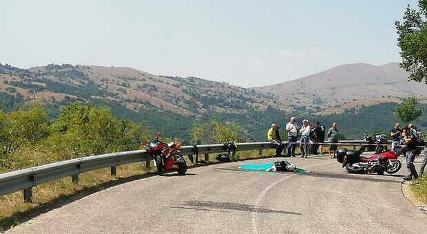Motociclista marchigiano di 28 anni muore durante una giro con un amico sulle strade del Gran Sasso con un amico