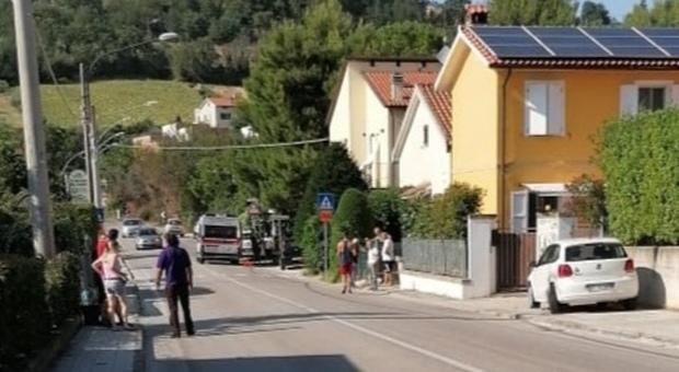 A San Paterniano ormai è un vero e proprio autoscontro: «Due incidenti in 48 ore, ora basta»