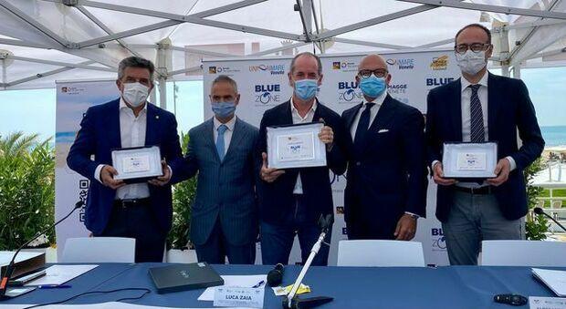 """Veneto, Zaia vara la """"zona blu"""" per le spiagge: «150 chilometri di litorale sicuro e sanificato»"""