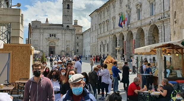 Turismo, ecco la mini ripresa. Ma il 2020 è da cancellare: meno visitatori ad Ascoli, un crollo verticale nel Piceno
