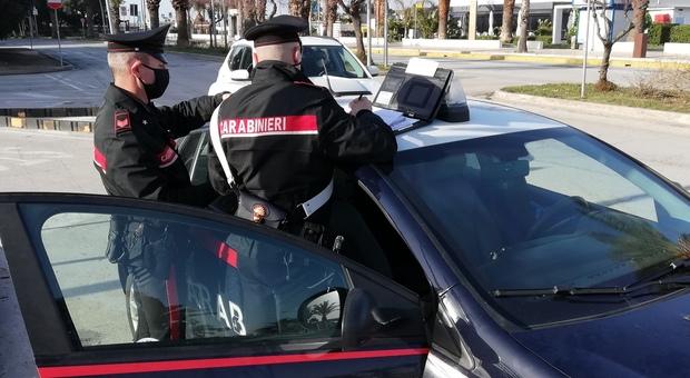 Porto Recanati, rapina con il coltello al supermercato e fuga rocambolesca: preso anche il secondo bandito