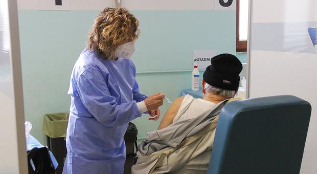 Marche, mancano ancora molti over 60 alla vaccinazione anti-Covid