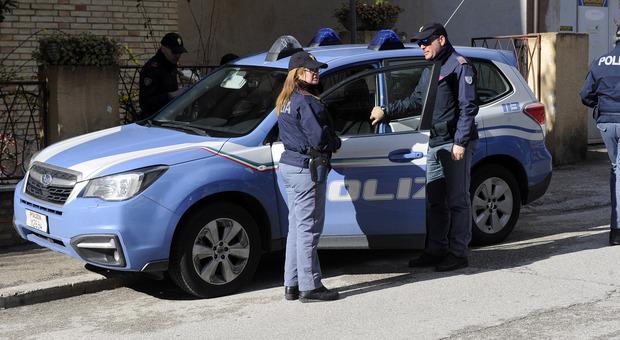 La polizia durante un controllo sul territorio