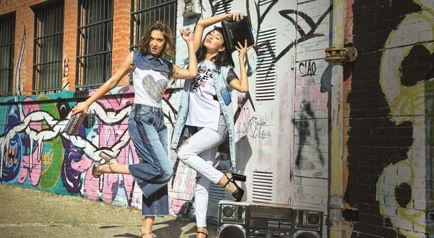 Jeans d'autore che passione, torna l'eleganza: meno strappi sui denim