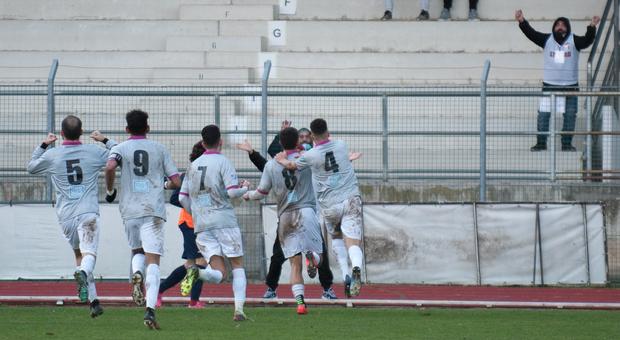 I giocatori del Tolentino dopo un gol segnato