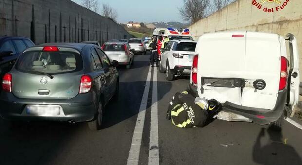 Ancona, tamponamento a catena fuori dalla galleria: traffico in tilt sulla Statale