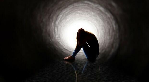 Suicidio in agenzia di viaggi a Carmignano, il titolare trovato morto nel negozio. Il sindaco: «Conseguenza della crisi»»