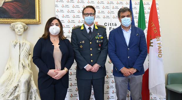 Da sinistra, assessora cucchiarili, comandante Blandini e sindaco Seri