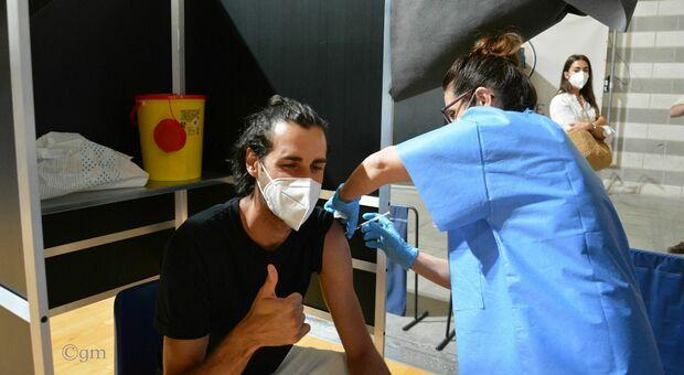 Gimbo Tamberi fa il vaccino