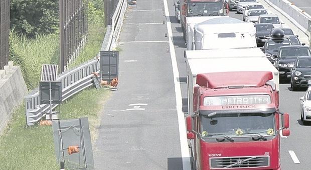 Calvario senza fine sull'autostrada A14: il weekend si chiude con una coda lunga 5 chilometri