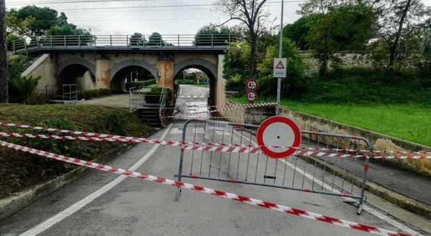 Fermo, allagamenti in serie e auto intrappolate: chiuso al transito il ponte dei Tre Archi - Corriere Adriatico