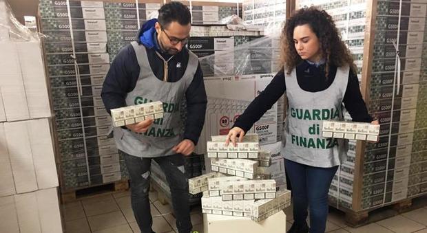 Fermo, quattro tonnellate di sigarette di contrabbando: sequestro record di 15mila stecche nel... - Corriere Adriatico