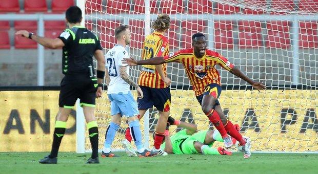 La Lazio perde a Lecce (1-2) ma resta a -7