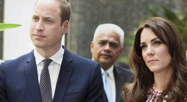 Il gesto choc di Kate Middleton e William che fa infuriare i sudditi. «Siete irresponsabili»