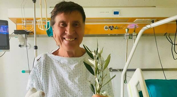 Gianni Morandi è tornato a casa: dimesso dall'ospedale dopo l'incidente di un mese fa