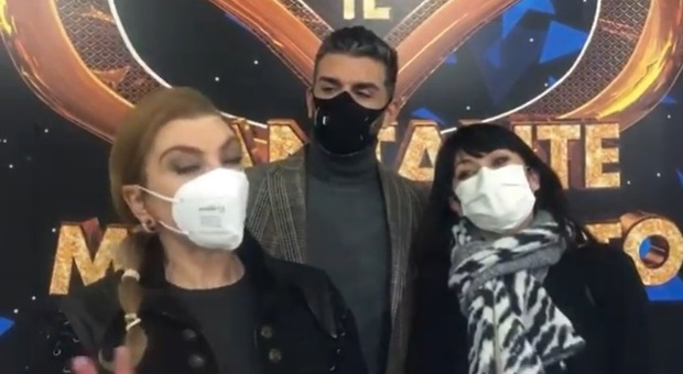 Ballerino de Il Cantante Mascherato positivo al Covid, Milly Carlucci su Instagram «Si è consumato un dramma!»