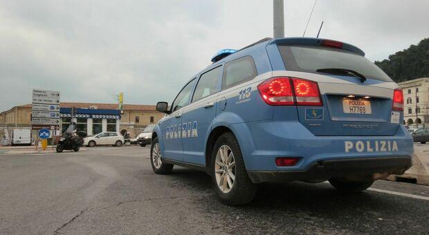 La polizia di Ancona nella zona del Mandracchio