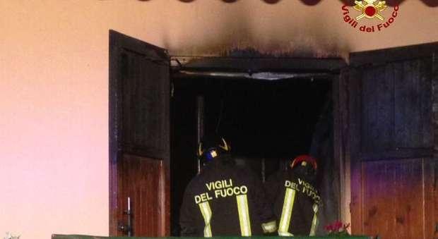 Incendio in un villino due stanze distrutte coniugi for Invertire piani di una casa di una storia e mezzo