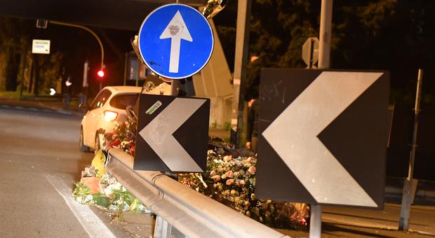 Corso Francia, automobilista si distrae per vedere il luogo dell'incidente e tampona la polizia