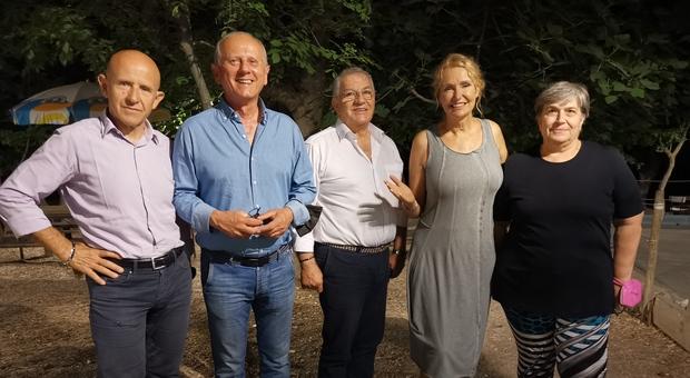 Licia Colò, conduttrice del programma Eden-Un Pianeta da salvare su La7, con i rappresentanti di Caldarola Cessapalombo e dell Unione Montana dei Monti Azzurri