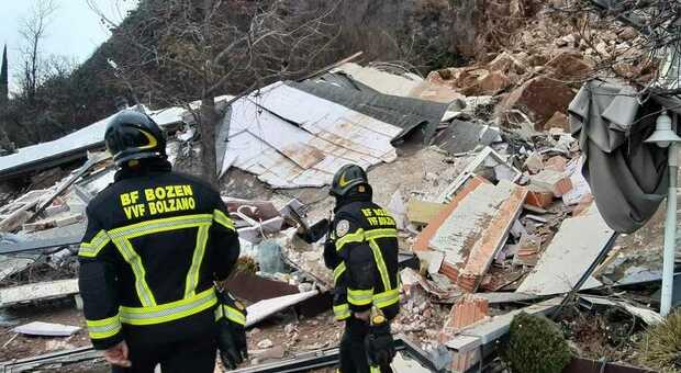 Frana travolge l'hotel Eberle a Bolzano, crollata una parte della struttura