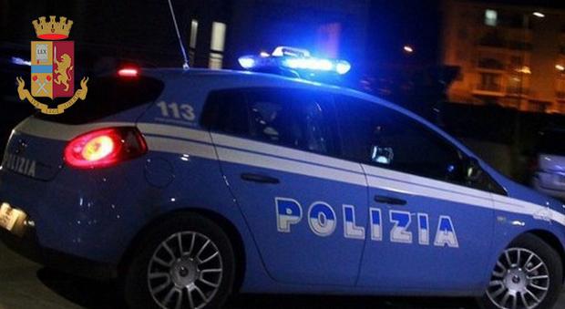 Picchiano un commercialista che minacciava di denunciarli per truffa, arrestati due fratelli albanesi