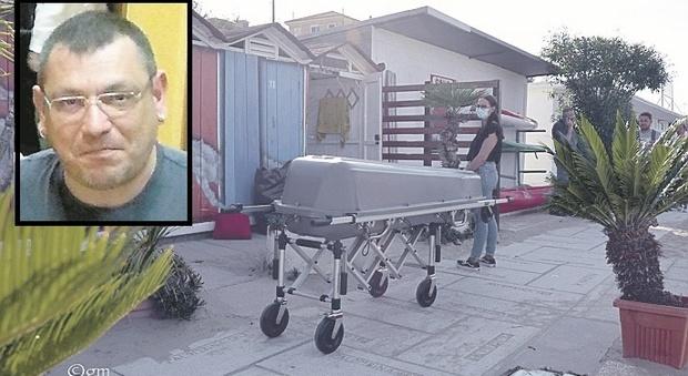 «Domani vado all'ospedale»: Luca trovato morto a 47 anni in un cabina in spiaggia