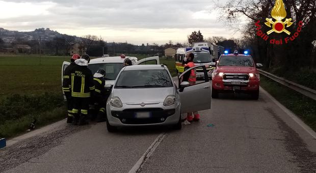 Scontro tra tre auto, momenti di grande paura: due feriti