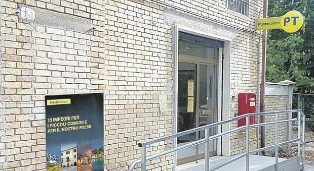 Colli del Tronto, lunghe file e anche un principio di rissa, il sindaco sbotta: «Le poste potenzino il servizio»