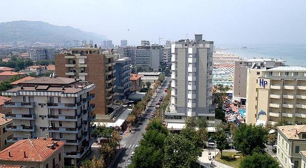 Pesaro, Coronavirus, su 60 alberghi la metà sono ancora chiusi. Quelli in affitto trattano sui canoni