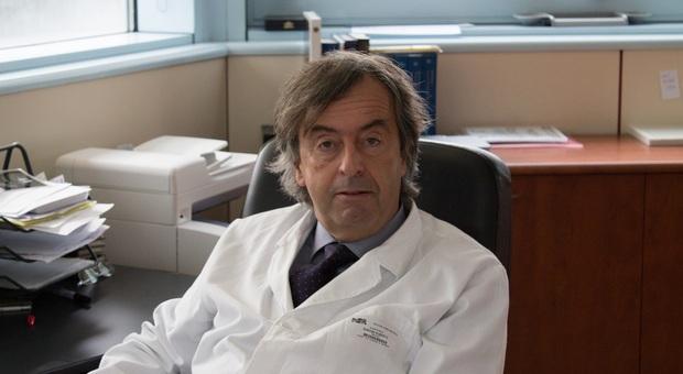 Pesaro, esposto di un centinaio di famiglie contro il virologo Roberto Burioni: «Coronavirus, contraddetto dai fatti»