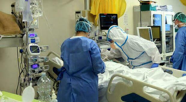 Coronavirus, boom di vittime: 16 morti in un giorno, più di metà del'Anconetano. Calano i ricoverati