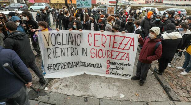 Scuola e Covid, proteste degli studenti contro il rientro: verso lo sciopero nazionale lunedì 18