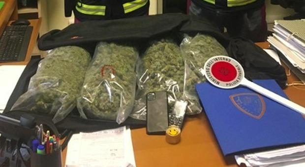 Sull'A14 con due chili di marijuana nella supercar, pusher bloccato dalla polstrada e arrestato