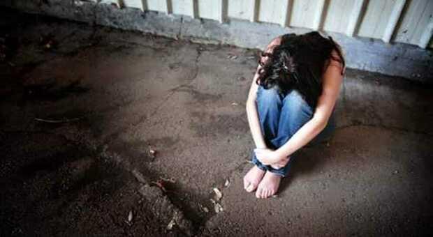 Violenza sessuale dopo il rifiuto della ragazza, operaio fermato dai carabinieri: ora è ai domiciliari